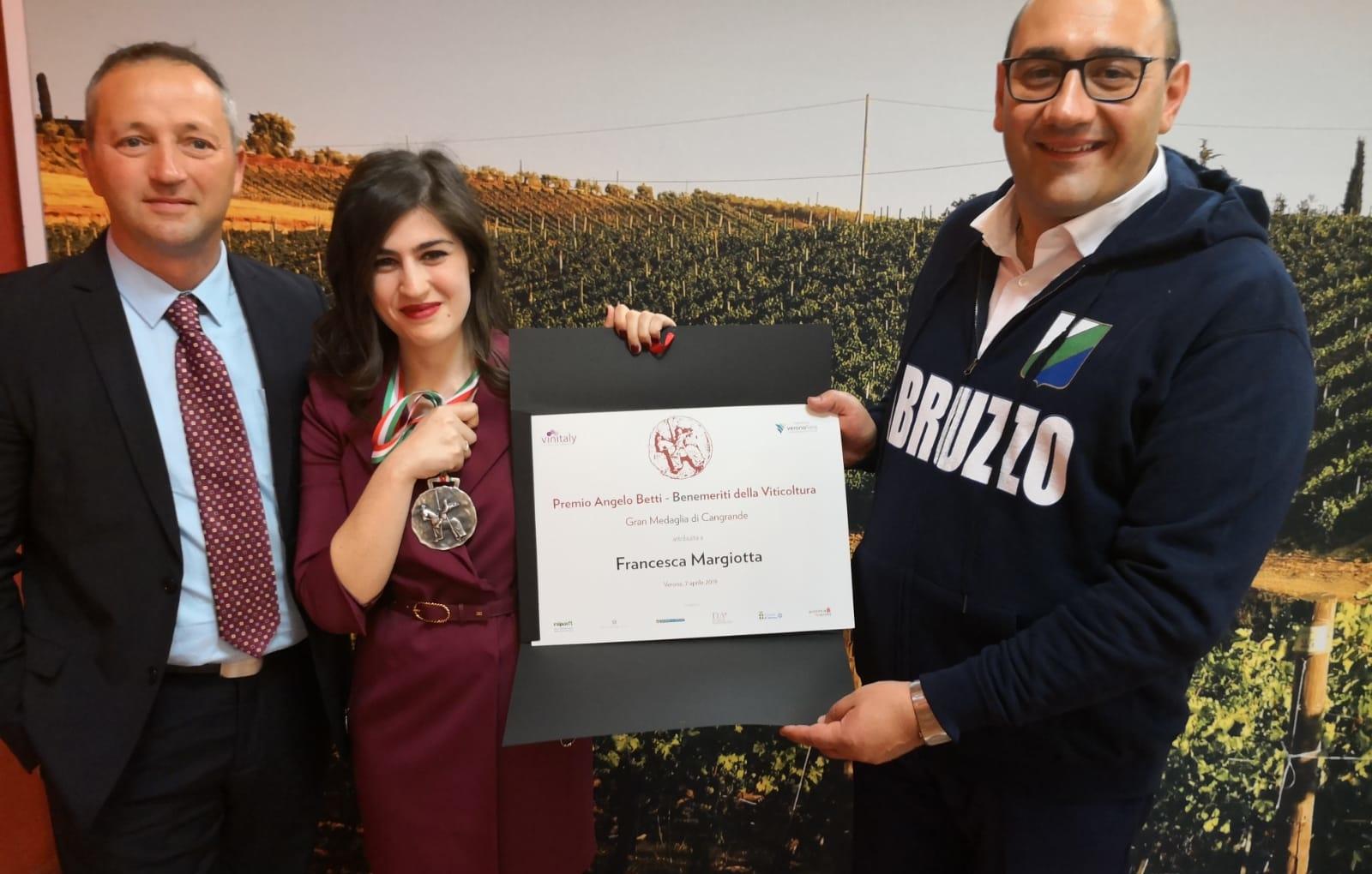 Francesca Margiotta vincitrice del Premio Angelo Betti – Gran Medaglia Cangrande. Vinitaly 2019